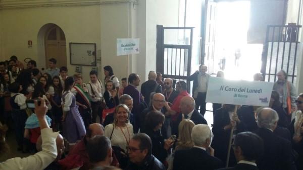 Il Coro del Lunedi in partenza per la parata dei 43 cori per le strade di Salerno