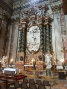 L' altare a San Luigi Gonzaga nella Chiesa di Ssnt'Ignazio