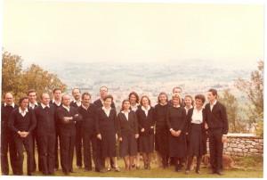 Il Coro del lunedì in una delle prime uscite pubbliche, a Campello nel 1979.