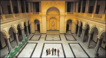 Il quadriportico dell'Università Gregoriana