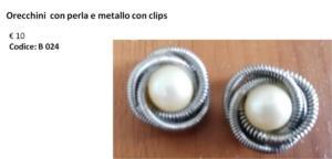 B 024 Orecchini con perla e metallo